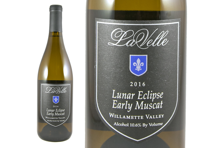 LaVelle Vineyards 2016 Lunar Eclipse Early Muscat wine bottle